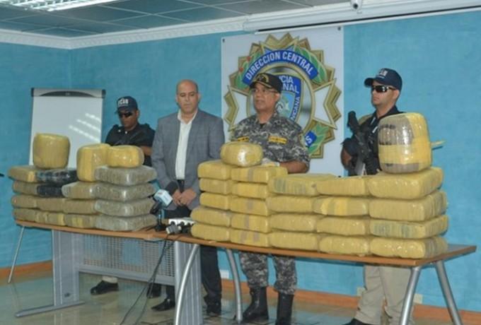 DICAN ocupa 370 libras de marihuana; regidor de Jimaní involucrado