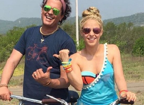 Shakira Carlos Vives Colombia Barranquilla video playa instagram La Bicicleta